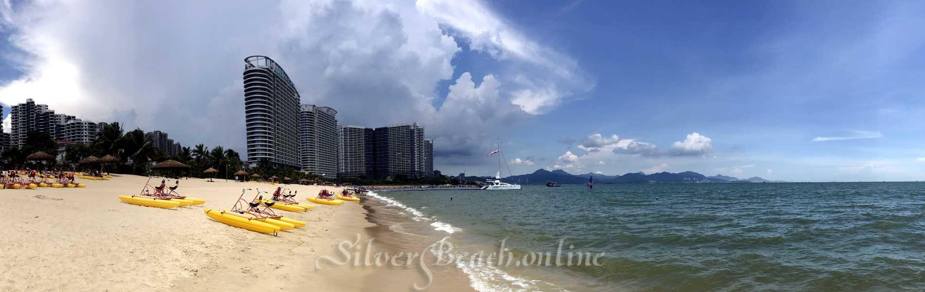 Большой пляж, теплое море, ласковое солнце